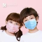 Illustration de Lot de 50 masques chirurgicaux type IIR pour enfant - Coloris Bleu ou Rose